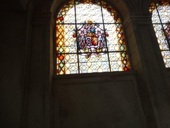 La Roche-Guyon, Francia: Des vitraux