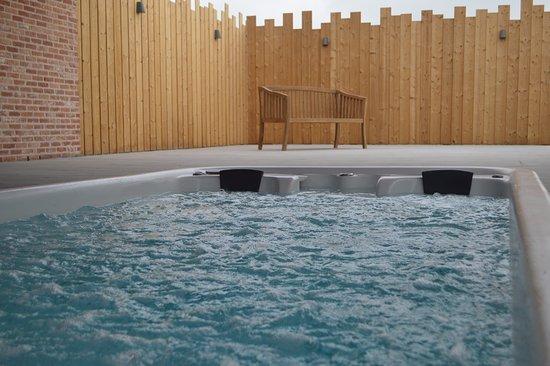 Alveringem, Бельгия: heerlijk relaxen in de swimspa