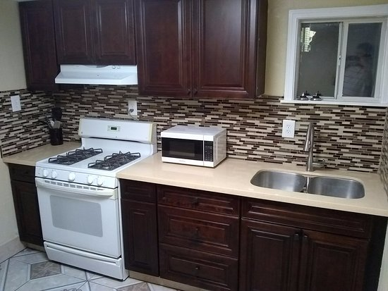 Oakdale, CA: Remodeled  2 Queen Beds with Kitchenette