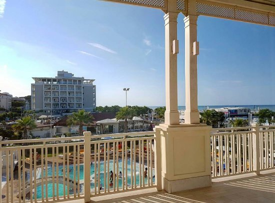 Piscina riscaldata foto di hotel corallo spa riccione tripadvisor - Bagno 61 riccione ...