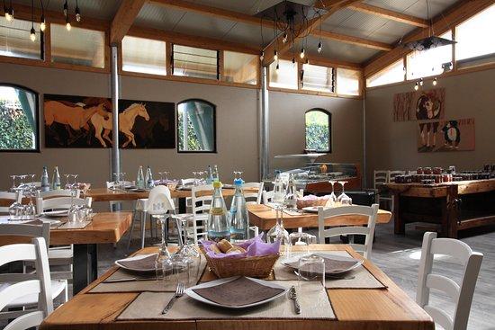 Agriturismo Monsereno Horses - la sala da pranzo - Picture of ...