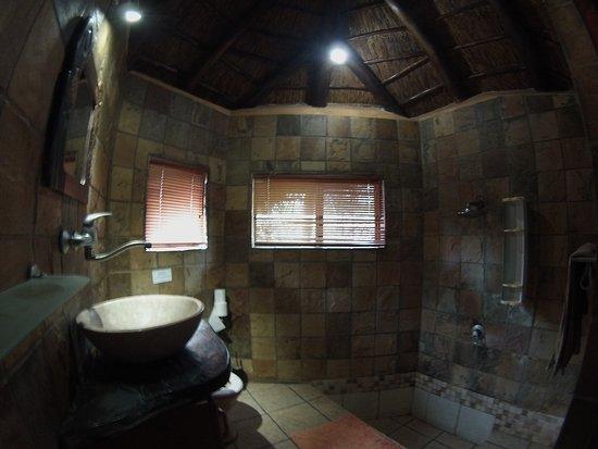 Salle de bain du petit chalet - Picture of Manzini Swazi ...