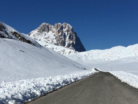 Assergi, إيطاليا: La strada verso il Gran Sasso
