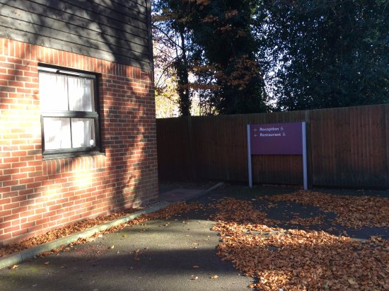 Premier Inn Maidstone (Allington) Hotel: Easy access at the far end of rear car-park