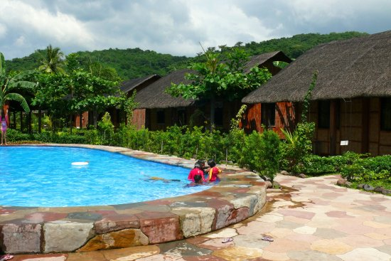 Swimming Pool In The Middle Of The Resort Picture Of Calayo Beach Resort Nasugbu Tripadvisor