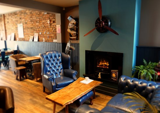 Boheme Coffee Lounge & Bar: Relax on the sofa by the fire