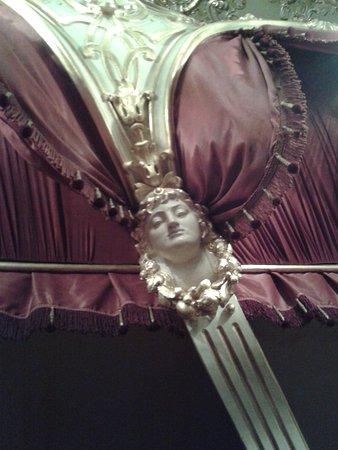 Chernivtsi Drama Theatre: детали интерьера