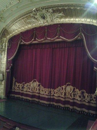 Chernivtsi Drama Theatre: интерьер сцена