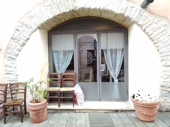 Valtopina, Italy: L'ingresso del locale