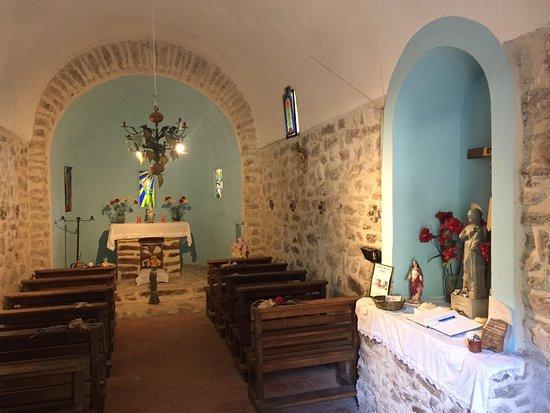 Amélie-les-Bains-Palalda, Francia: La Chapelle nichée dans la forêt après 1h40 de marche....décoration intérieure très réussie, en
