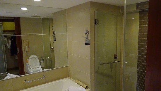 Badkamer - Picture of Grand Noble Hotel, Xi\'an - TripAdvisor