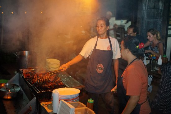 Naughty Nuri's Warung and Grill: The Grilling on the Roadside