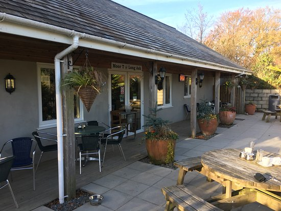 Buckland Monachorum, UK: Outside seating area