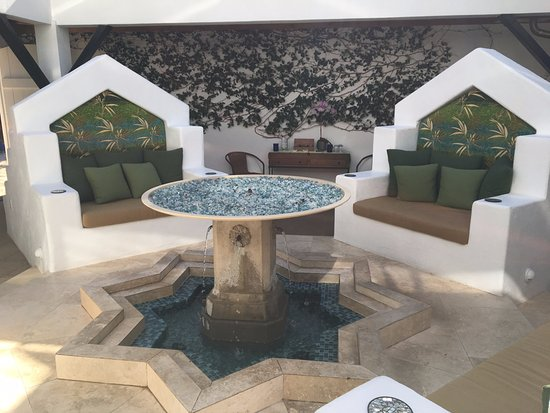 The Cottage Inn & Spa: Relaxing Fountain Area
