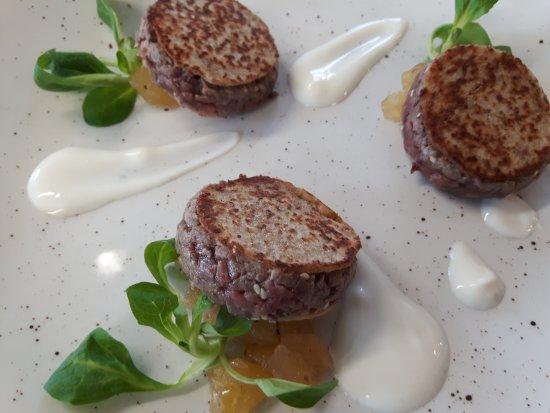 Zane, Italia: Tartar di chianina  con pesche e panna acida