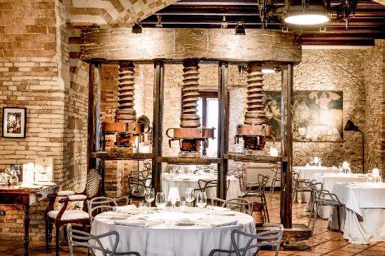 Loreto Aprutino, Italia: Antico Torchio particolare sala