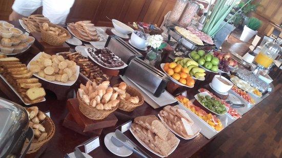 Radisson Colonia del Sacramento Hotel: Desayuno más que completo
