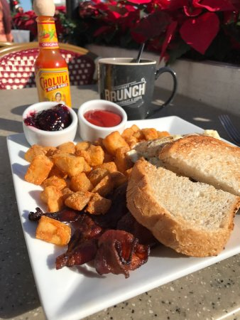 Casablanca Inn on the Bay: Delicious brunch on the bay front