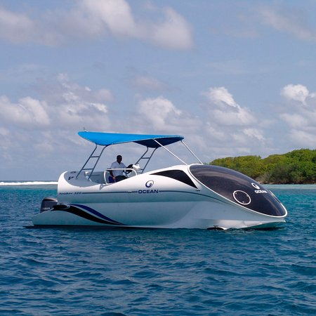 Placencia, Belize: Reef Looker Boat