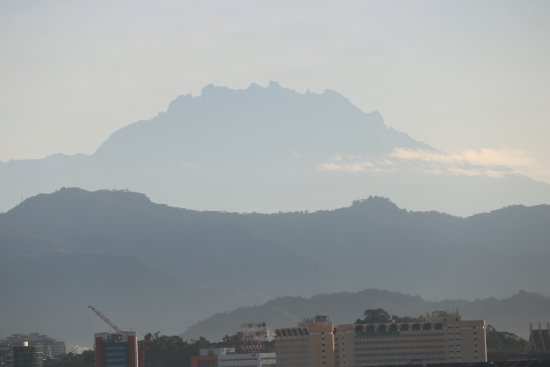 Shangri-La's Tanjung Aru Resort & Spa: Mt Kinabalu as seen from our room.