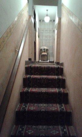 Ristorante da Jolanda: staircase to bedrooms