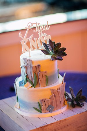 Cockeysville, MD: sea shore wedding cake