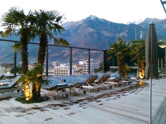 Hotel Therme Meran: Piscina panoramica