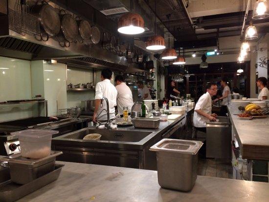 Piccolo polpo bistro for Cuisine ouverte restaurant