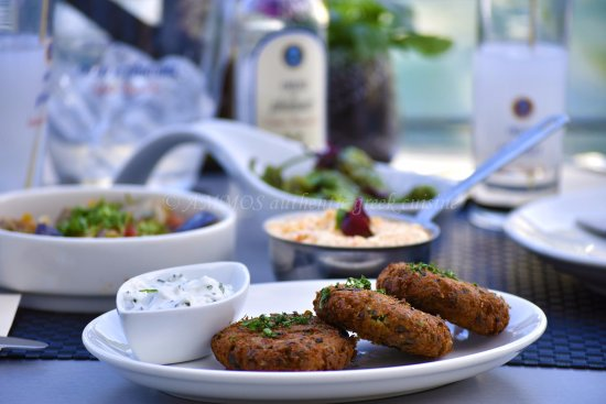 Kolokithokeftedes zuchini k se kroketten picture of for Ammos authentic greek cuisine