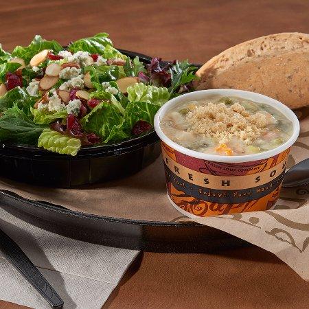 Blue Bell, PA: Sonoma Salad & Chicken Potpie