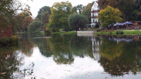 Bad Salzuflen, Germany: Blick von der Außenterrasse auf den Kurpark-See