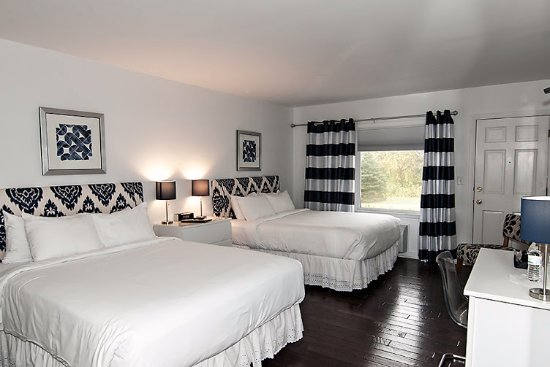 Wolfeboro, NH: One of or elegant rooms with two queen beds.