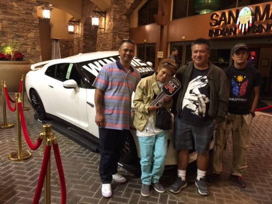 Highland, Kalifornia: Maria won a 2017 Nissan GTR on Thanksgiving at San Manuel Casino!