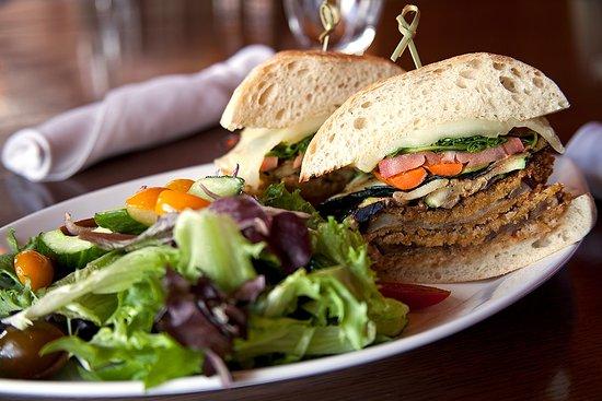 Tabernash, Κολοράντο: Heck's Crispy Eggplant Sandwich