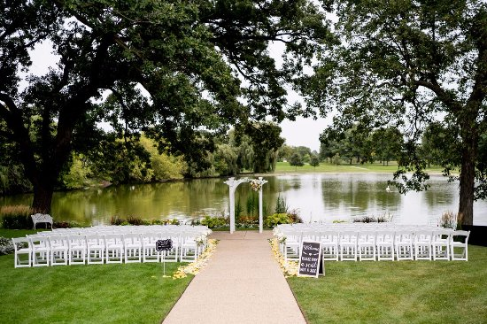 West Chicago, IL: our exquisite outdoor ceremony site