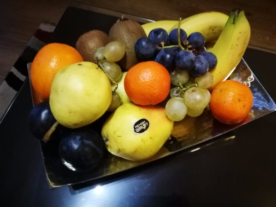 Fraser Residence Budapest: Welcome fruit platter we received--we thought this was a lovely touch