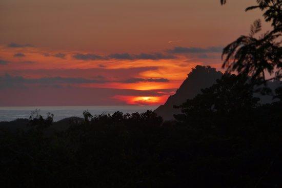 Lodge Las Ranas: Zonsondergang bij het restaurant.
