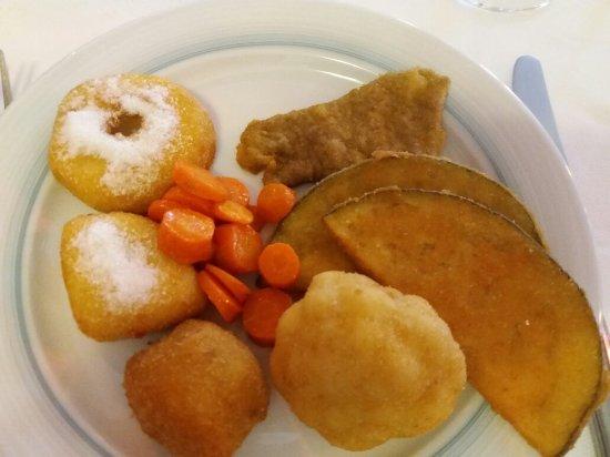 Trattoria Posta da Camulin: Ottimo fritto misto  leggero..il mio moscato preferito..il dolce.? Scusate l ho divorato..