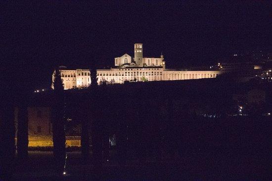 All'Antica Mattonata: Convento di Assisi di notte
