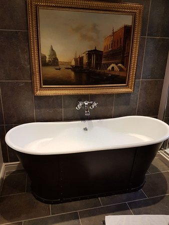 Bildeston, UK: Roll top bath in Room 10