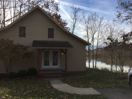 Roanoke, WV: 3 BR Cottage