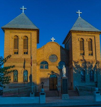 San Albino Church dominates the Plaza.
