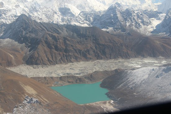 Gokyo Lakes: You camp on the upper left side of the lake.