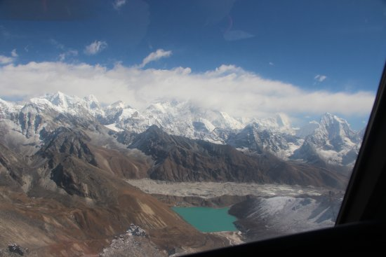 Gokyo Lakes: Climb the peak to the left of the lake for the best views