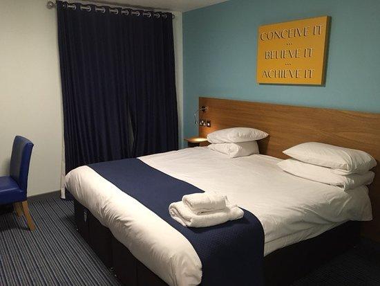 Bisham, UK: Spacious room