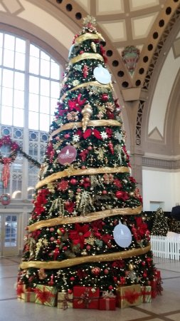 christmas tree inside lobby of chattanooga choo choo - Choo Choo Christmas