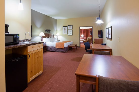 AmericInn Hotel & Suites Fargo South — 45th Street: King Whirlpool/Fireplace - 2 Room Suite