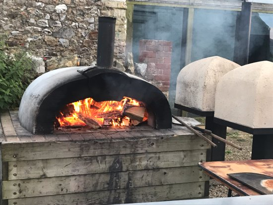 Axminster, UK: Autumnal Pizza oven