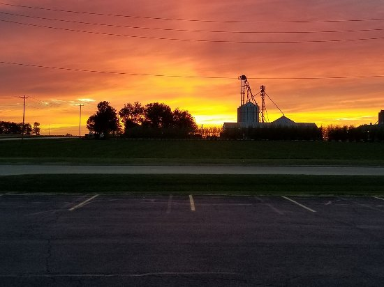 "Eureka, IL: Beautiful picture of God saying ""good night"" to Cornerstone employees!"