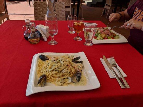 Sangria Restaurant Bar & Lounge: photo3.jpg